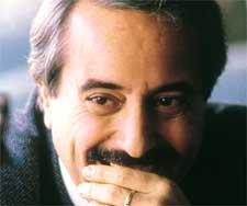Il giudice Falcone ucciso il 23 maggio 1992, 19 anni fa. Foto dalla rete